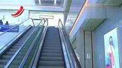 监拍商场自动扶梯夹断两岁女童手指 血流满地