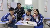 老师在讲台上讲课,学生在台下偷吃辣条,整个过程太搞笑了