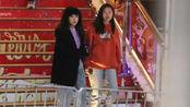 徐濠萦携15岁女儿逛街,同行似姐妹,陈奕迅曾为妻贷款2.3亿?