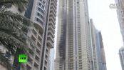在迪拜摩天大楼起火