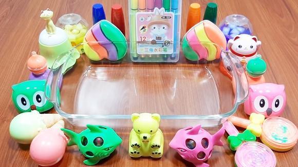 试过用水彩笔做粉色果冻泥吗?搭配玩具棒棒糖等21种材料,无硼砂