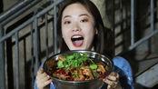 四川30年深巷小店,一大盘干锅鸭爪60元,想吃得早点来