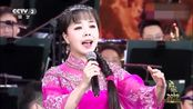 王二妮石占明演唱《桃花红 杏花白》歌声婉转,像百灵鸟一样