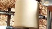 家具花型制作的原理,工人师傅手工控制木材,每一圈的密度都一样!