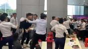 网传中山情侣拿麻将牌购车被打 警方:谣言-走进-走进
