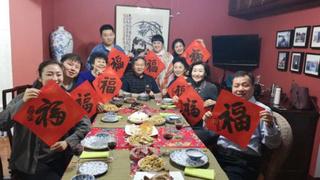 新年到,农村奶奶邀请大师做春联,红红火火过新年!