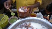 印度街头小吃,恒河老酸奶泡面包,3元一杯,想吃要早点来!