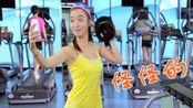 莎莎健身只练一个哑铃,总感觉哪里不对劲!