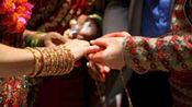 """印度""""神枪女王""""怒闯婚礼现场 劫走""""变心""""新郎"""