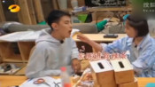 这段简直是甜蜜暴击!阚清子纪凌尘最爱的源氏大辣片免费送啦-综艺让你笑不停-综艺娱乐最热门