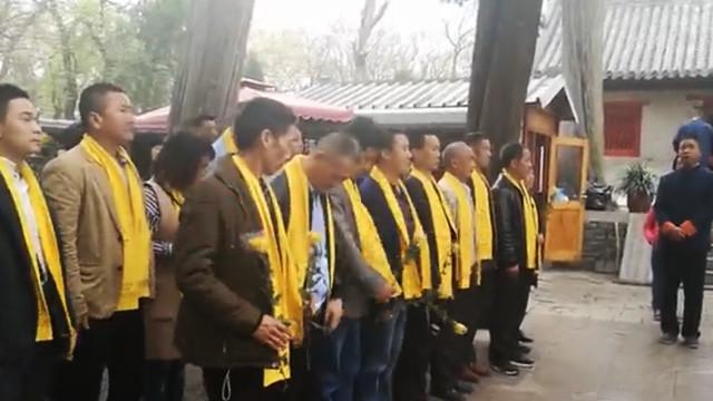【山东】清明节全国各地孔子后人冒雨赶往孔林祭祖