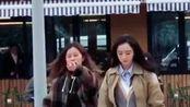 网友偶遇杨幂拍戏,拍照被发现,嚣张助理手指粉丝:不要照了
