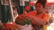 西瓜也分公母? 卖瓜的大姐教你一招, 让你挑的个个都很甜!
