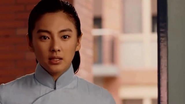 她凭《长江七号》爆红 嫁大19岁导演后离婚 如今又闪婚嫁富商