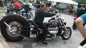 骑这辆大摩托上街,绝对的拉风