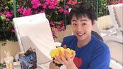 马树哥哥从海滩上捡到超大贝壳,会不会住着海螺姑娘呢?