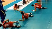 中国女排:回顾赛前热身,惠若琪和张常宁俩人笑得合不拢嘴!