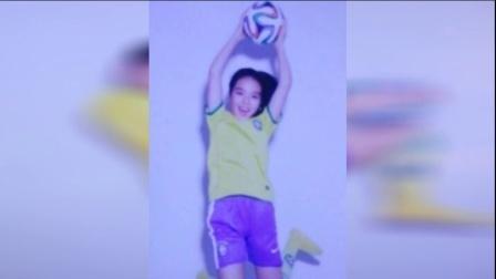 李咏女儿变身足球宝贝 美少女活力四射