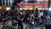 影视明星大鹏竟然出现在小阿七广州街头演唱现场,到底怎么回事?