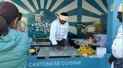 9日美食节印度飞饼摊围着看、排长队买饼