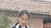农村美女歌手献唱《寂寞情殇》,网友:不仅人漂亮,歌声更美!