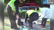 父母意外被撞 儿子脚踹司机未站稳又摔断腿