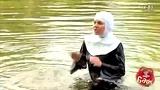 落水的修女