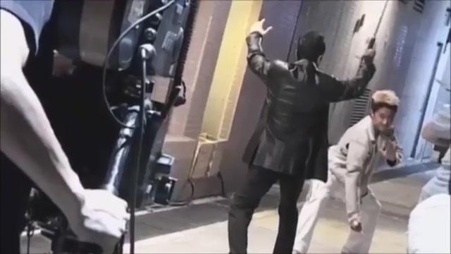 吴京片场被甄子丹打惨完整版,当场打折4根甩棍并非传言是戏霸!