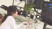 ZARD【原声花絮】打游戏时像个孩子一样的姐姐你们见过吗?没有没有,完全没有,笑得傻傻的,很可爱,女神范丢了????
