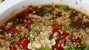 昔昔爱美食:麻辣的水煮肉片,肉片下面的配菜更是好吃