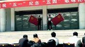 陇西县王兵和康洋洋翻唱《平凡之路》台下真是一片欢呼啊。