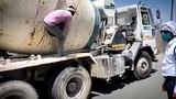 疫路囧途:为辗转打工,印度18农民工藏身泥罐车腹