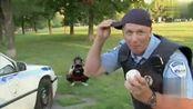 国外恶作剧之警察玩棒球的失误