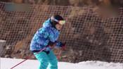 """众人学习滑雪欢乐多 奚梦瑶战胜恐惧秒变""""高手""""-综艺集结号-一只可爱鹿"""