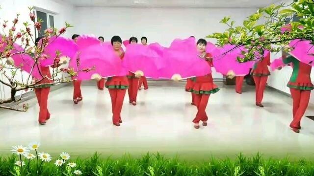 裕民哈乡花儿广场舞《洛阳香水百合广场舞【红红中国结】变队形扇子舞》