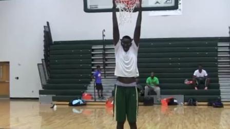 一柱擎天!美国版姚明或将登录NBA,身高足足有2米29!