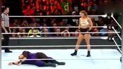 世界职业摔角:女子摔角比赛隆达·罗西VS奈娅·贾克斯,满场衣服乱飞