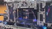 薛之谦演唱会《方圆几里》,老薛这首歌的舞台效果太棒了!
