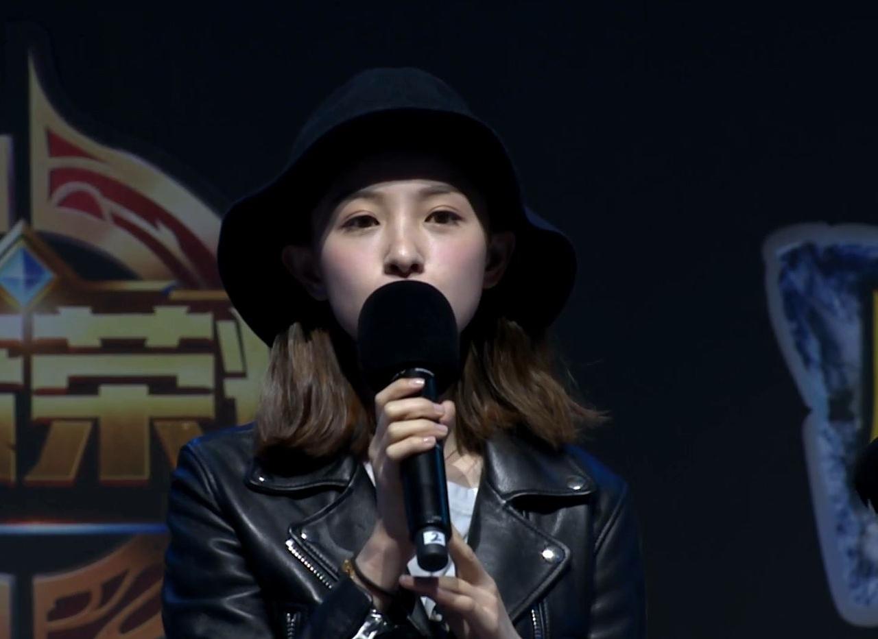 周二珂B.I.G香蕉计划泛娱乐嘉年华采访环节