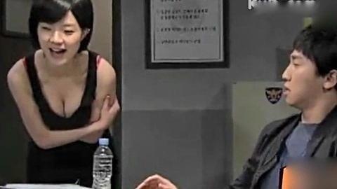 19禁韩综艺女星弯腰揉胸 ,尺度颇大。