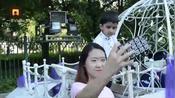 6月12日,黑龙江佳木斯。佳木斯大学一对来自阿富汗的留学生带着4岁的孩子拍摄毕业