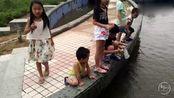 如今的小孩子都怎么了?难道连青蛙吃害虫不可以抓都不知道吗?