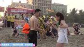 打喷嚏吹飞衣服,国外恶作剧,在越南海边搞笑