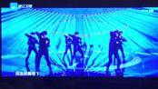 电视机前也努力应援的威珍妮 威神V舞台也太suai了吧!